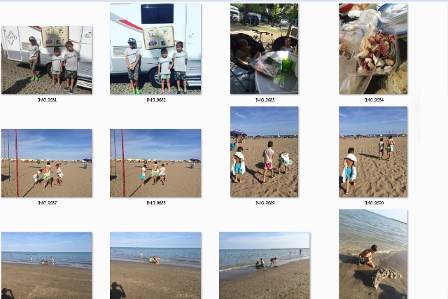 Fotoalbumy, fotorámiky a fotografie.
